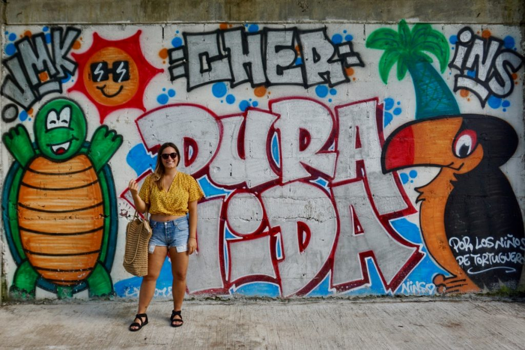 Girl street art costa rica